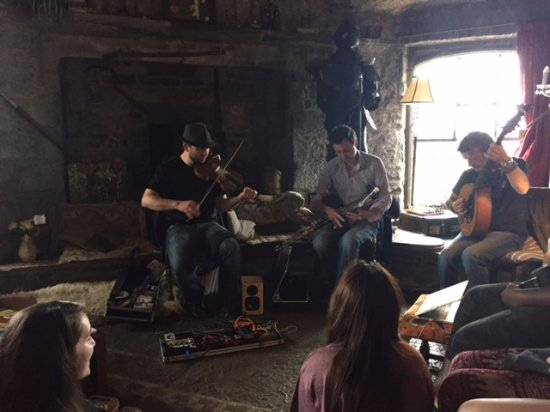 Ballyhannon Castle: Traditional music session in the great room of the castle