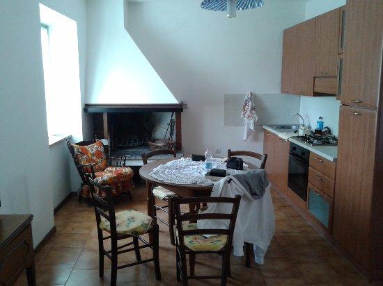 l\'ampia cucina con camino - Foto di Agriturismo Podernuovo ...
