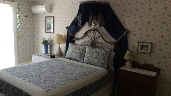 Nevis, MN: Beautiful rooms with great view and quiet A/C units!