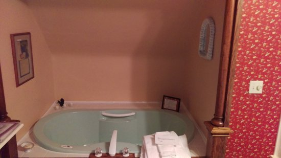 Nevis, MN: Beautiful, relaxing tub was a great end of the day treat