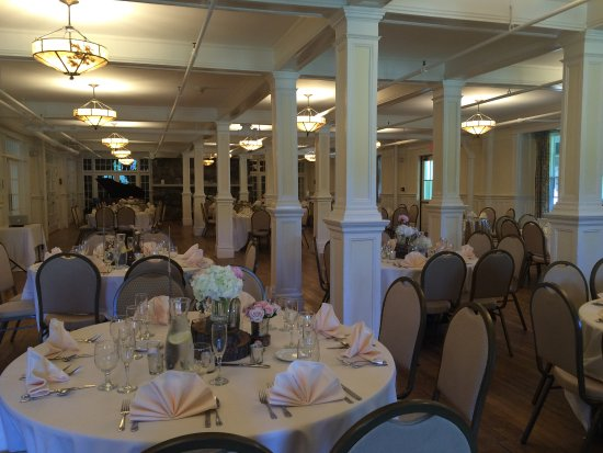 Silver Bay YMCA - Conference and Family Retreat Center: Elegant dining room