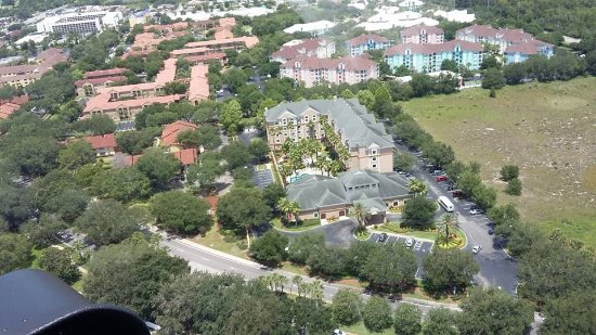 Hawthorn Suites by Wyndham Orlando Lake Buena Vista : we take a helicopter ride and make this picture from our hotel