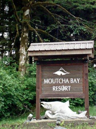 Nootka Marine Adventures: Entrance to land-based Moutcha Bay Resort