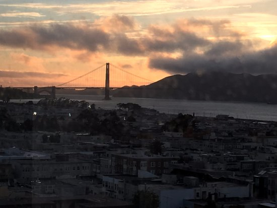 Comfort Inn by the Bay: looking at the Golden Gate at sunset, from our Partial View oom