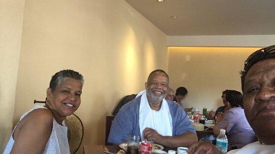 Desayunando en el cardenal antes de empezar el City tour