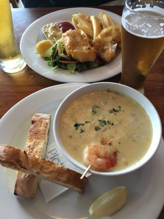 Devonport, Nueva Zelanda: Yum! Fish n Chips and the Seafood Chowder, amazing! Great service with a great view