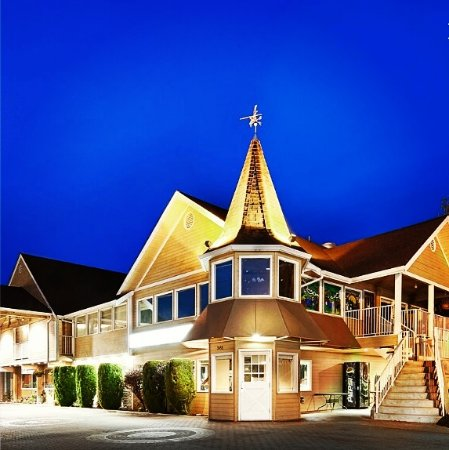 Best Western Inn at Penticton: Evening at the Best Western