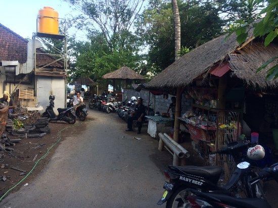Sudamala Suites & Villas: Der Weg zum Strand ... etwas erschreckend