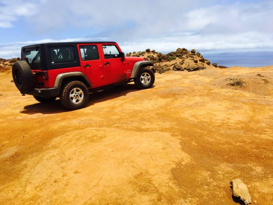 Adventure Lanai Ecocenter: The red Jeep at Garden of the Gods.