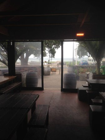 Browns Bay, นิวซีแลนด์: View to outdoor area, seaside.