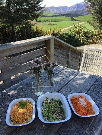 Farm Barn Cafe: Fresh salads with a view