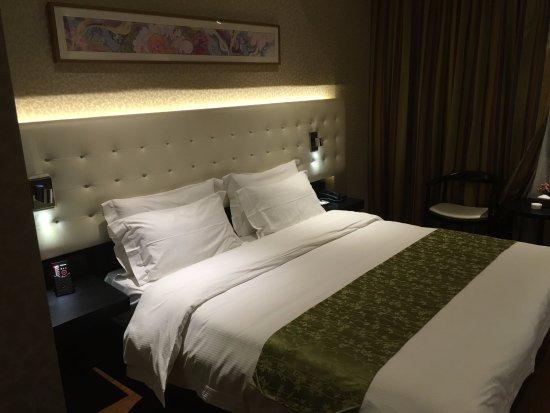 Yitel Hotel Shanghai Zhangjiang: Spacious and comfy bed