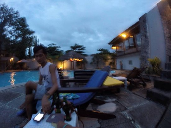 The Seminyak Village: Chillin out at the clean pool