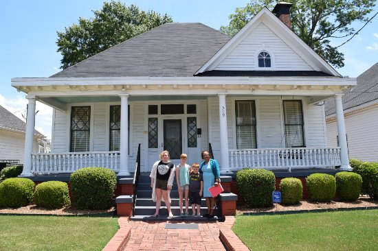 Dexter Parsonage Museum - Dr. Martin Luther King home