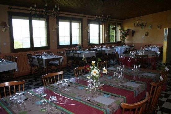 Montigny en Morvan, Francia: La salle avec vue panoramique
