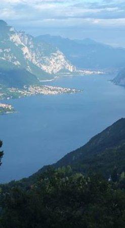Civenna, Italia: vista dal bosco