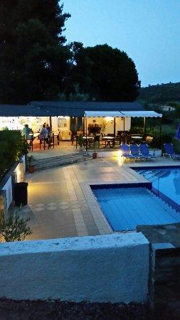Ariadni House Hotel: 20160616_211905_large.jpg