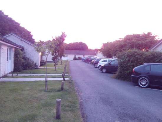 Parkdean - Mullion Holiday Park: outside is kept nice.