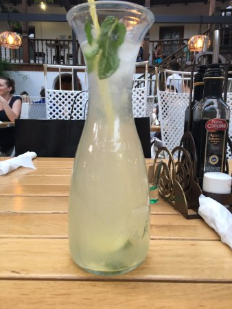 Hanul lui Manuc: Fresh mint lemonade
