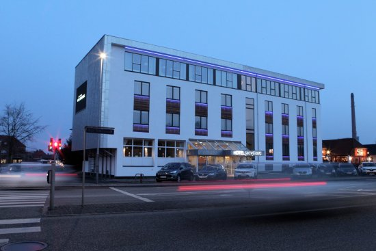 Best Western Hotel Skivehus: Facade aften