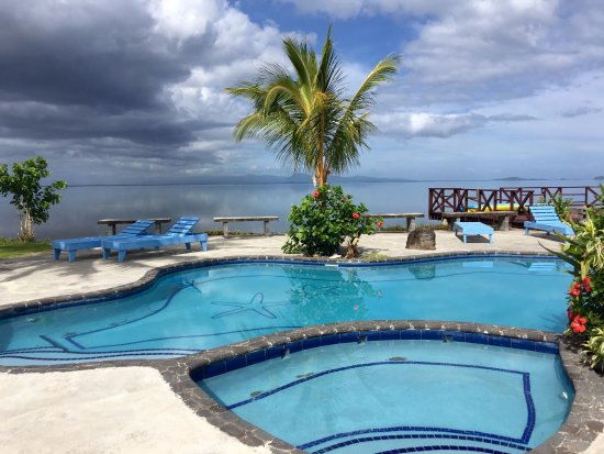 Salelologa, Samoa: Proper view of the pool and out onto the ocean