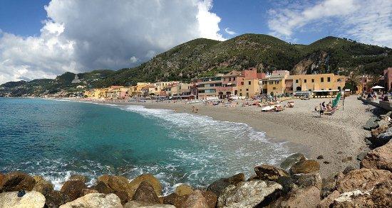 Matrimonio Spiaggia Varigotti : Spiaggia varigotti picture of beach