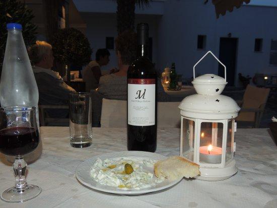 Hotel Mathios Village: Man hat auch eigenen Wein.
