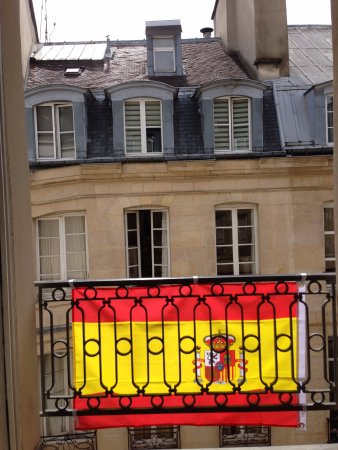 Hôtel du Dragon : The windows were decked out for the European Cup!