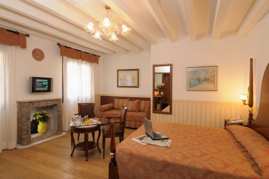 Hotel Ala - Historical Places of Italy: Double Canal View