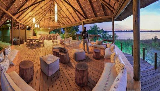 Victoria Falls River Lodge - Zambezi Crescent: Riverside Bar