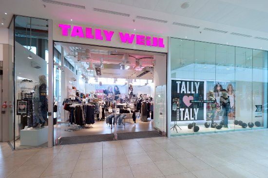 There are no stores that sell the TALLY WEiJL brand in the United Kingdom.