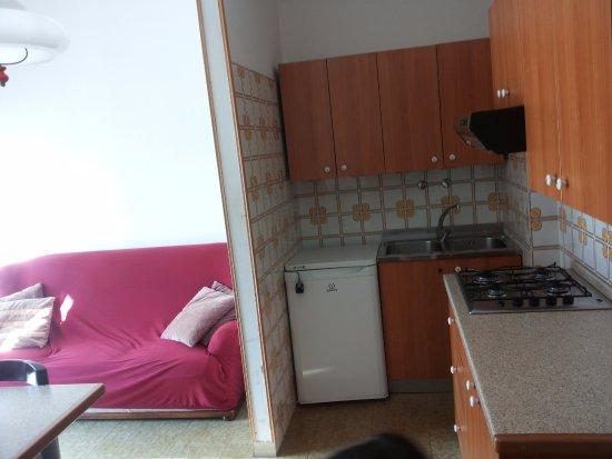 angolo cucina con soggiorno/pranzo - Foto di Camping Village ...