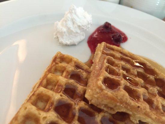 Crowne Plaza Kochi : Waffles #Yum