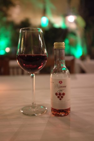 Romios Restaurant: Medium sweet red wine