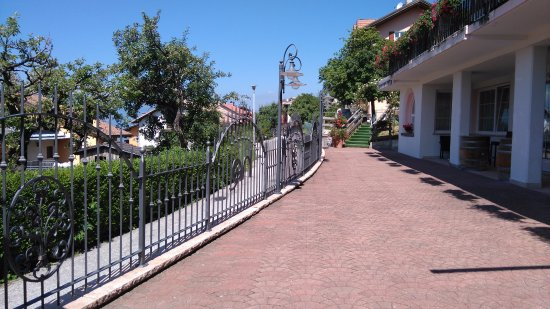 Hotel Rosalpina: Cortile esterno