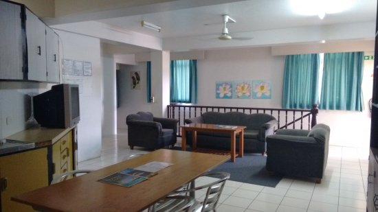 Nadi Bay Resort Hotel : this is the dorm sitting room..just lovely and relaxing.