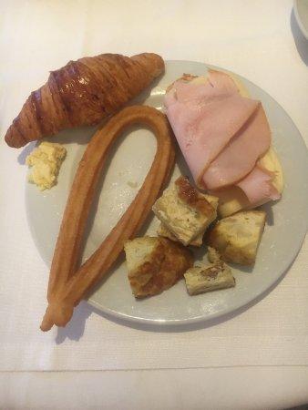 Hotel Liabeny: Breakfast Buffet
