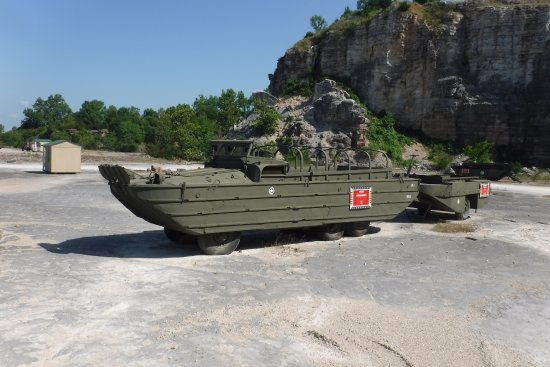 Брэнсон, Миссури: A Duck at the Military Vehicle Exhibit