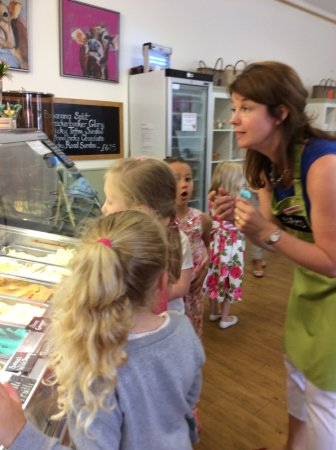 Stocksfield, UK: Ice-cream choosing time!