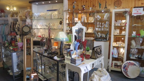 Rosscarbery, Irlandia: Some of the wonderful designer jewellery & crafts available @ Hubbert's Crafts
