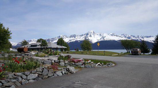 Seward Front Row B&B: View from the drive-way