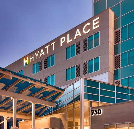 Hyatt Place LAX El Segundo: Exterior Night