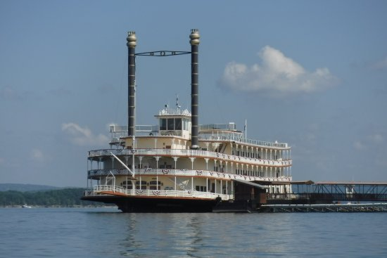 Showboat Branson Belle at Dock