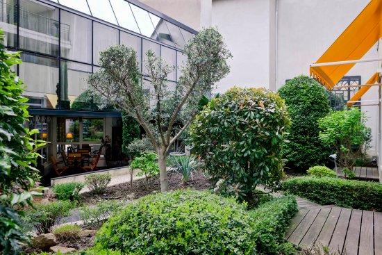 jardin d\'intérieur - Photo de Best Western Crequi Lyon Part Dieu ...