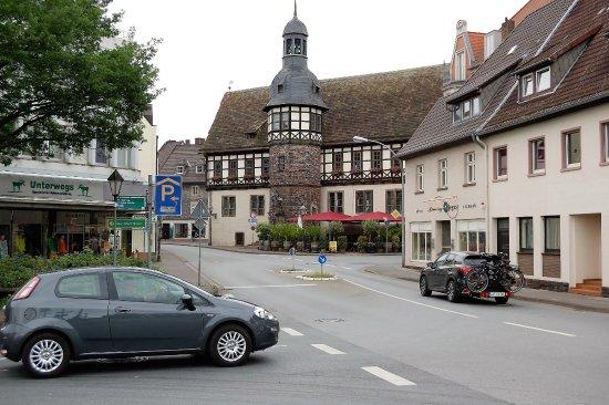 Flair Hotel Stadt Hoexter: 20 m vom Hotel entfernt -das alte Rathaus von Höxter.