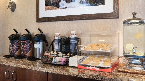 Best Western Plus Flathead Lake Inn and Suites : 24 Hour Refreshments