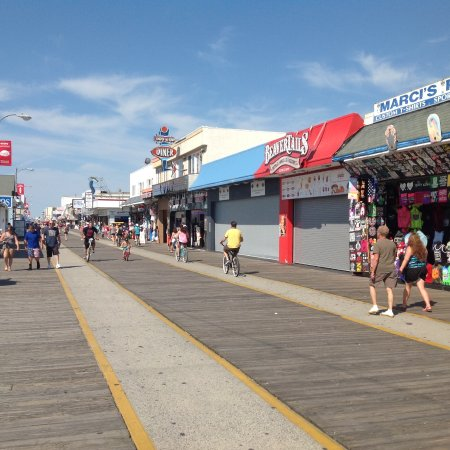 Aztec Resort Motel: Walk to famous Boardwalk for entertainment, food, views.
