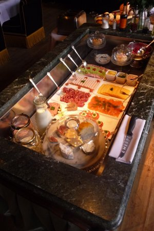 Hotel de Orangerie: Breafast buffet.