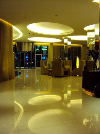 Novotel Suites Dubai Mall of the Emirates: Empfang / Lobby