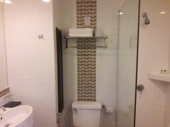 kinabalu daya hotel bathroom
